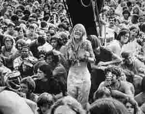 Klar, es spielen Stars wie Janis Joplin, Jimi Hendrix und The Who. Doch das Woodstock-Festival, das Mitte August 1969 hundert Meilen nördlich von New York ...